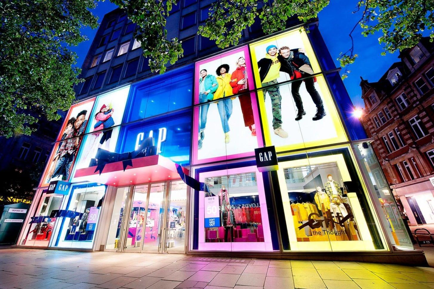 gap london retail window display